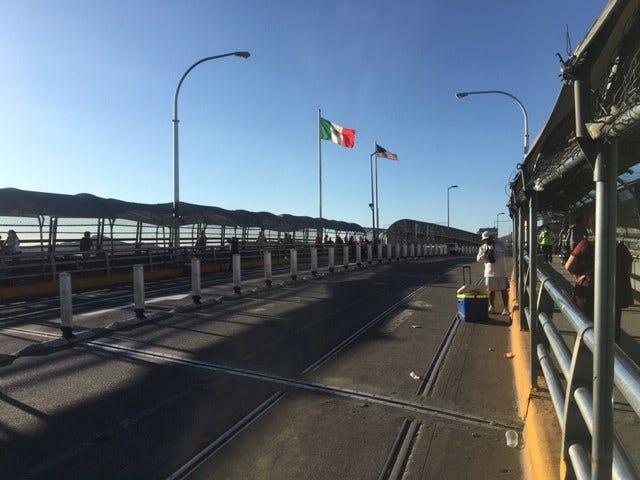 Vista general del domingo 11 de agosto de 2019, del puente Internacional de El Paso, que delimita a la ciudad homónima estadounidense con el punto fronterizo de la ciudad mexicana de Cd. Juárez