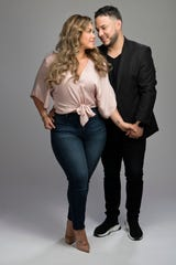 """Chiquis y Lorenzo promocionan la cuarta temporada de """"The Riveras"""", a donde se integra el cantante, quien recientemente se casó con Chiquis."""