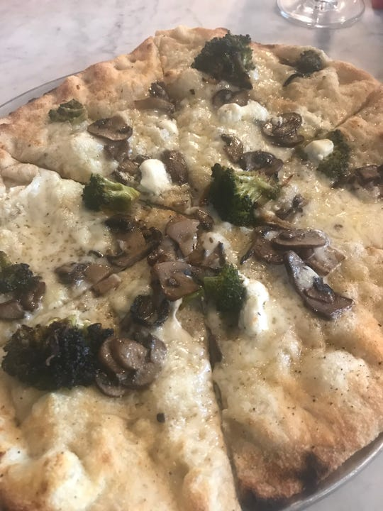The crust of the pizza at the new Taverna restaurant in Talleyville had a nice crispness and chew, but we wanted more mushrooms on top.