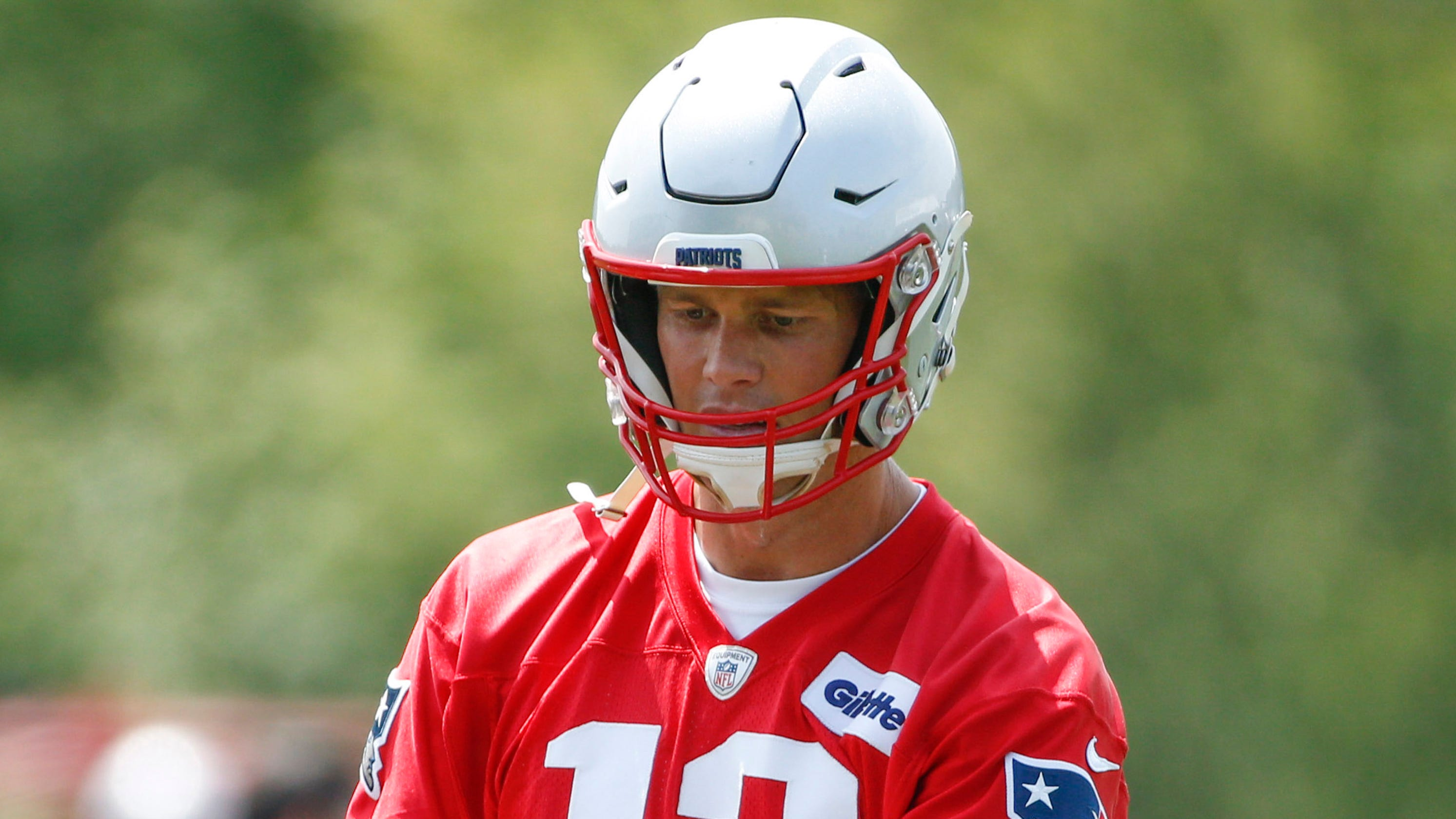 Tom Brady dealing with helmet change protested by Antonio Brown: 'I don't really have much of a choice'