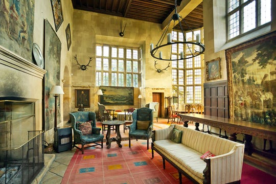 At Stanway House in England's Cotswolds district, you can visit the grand home of the Earl of Wemyss.