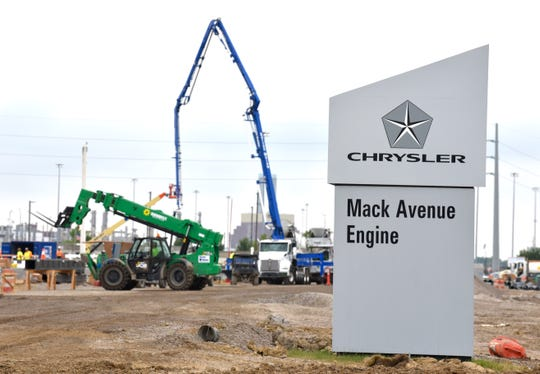 Construction of the Fiat Chrysler Automobiles NV's new assembly plant on Detroit's east side has been paused for two weeks.