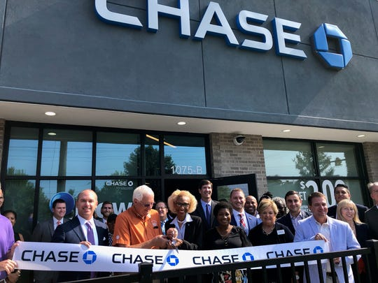 Clemson Mayor J.C. Cook and Branch Manager Cynthia Baker cut the ribbon at the Chase Bank on Tiger Blvd.