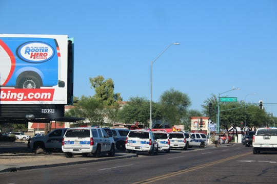 Phoenix police responded to a Carl's Jr. at 24th Street and Thomas Road Monday for reports of a man threatening with a gun.