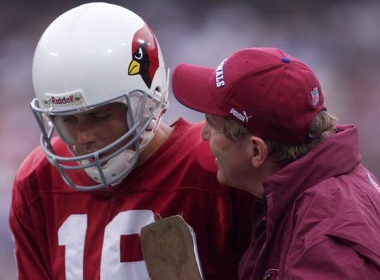 Cardinals quarterback Jake Plummer talks with coach Vince Tobin during a game against the Giants on Sept. 3, 2000.