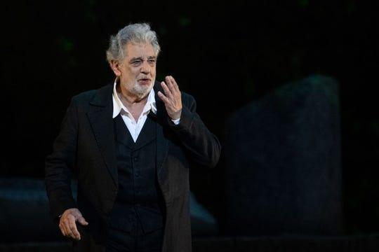"""El cantante de ópera español Plácido Domingo, de 78 años, actúa en el escenario durante el ensayo general de """"Spanish Night"""" en la 150a Choregie en Orange el 5 de julio de 2019"""