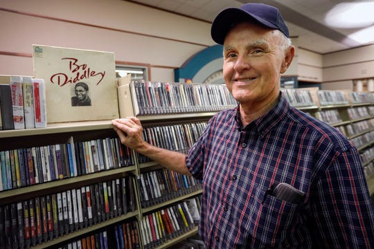 Wayne Glenn will be scaling back his radio program to one hour on Saturdays.