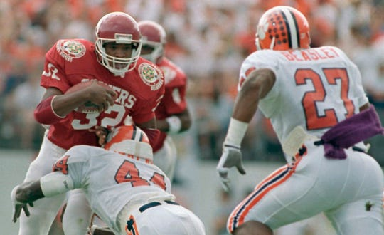 Mike Gaddis (32), who died Monday at 50, rushed for 2,622 yards over three seasons at Oklahoma.