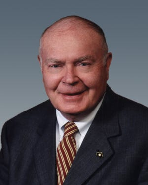 Longtime Milwaukee commercial real estate broker James T. Barry Jr. died Tuesday.