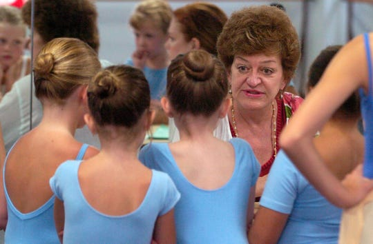 "Kitty Seale, artistic director of the Alabama Dance Theatre chats with young dancers during try-outs for ""Mistletoe"" in 2005."