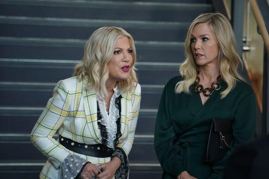 Tori Spelling and Jennie Garth in