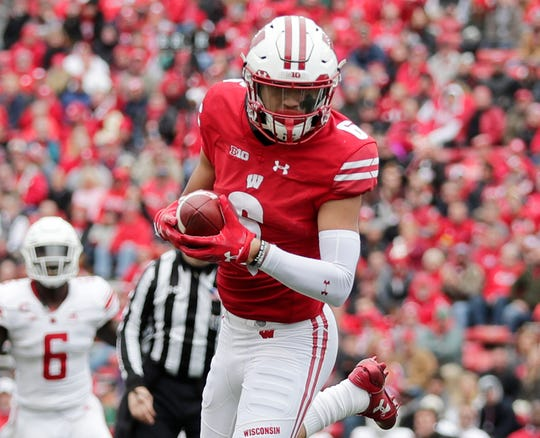 Wisconsin Badgers wide receiver Danny Davis catches a pass against Rutgers on Nov. 3, 2018.