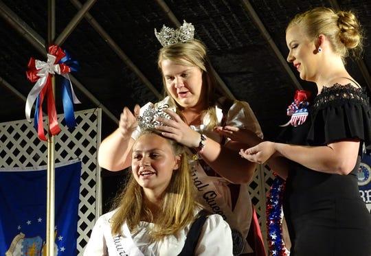 2018 Bratwurst Festival Queen Emily Rudd crowns her successor, Sarah Beck, Thursday night.