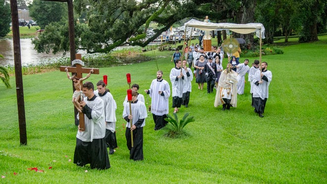Members of the Roman Catholic faithful take part in the fifth annual Fête-Dieu du Teche Thursday, Aug. 15, 2019. The event, celebrating the Roman Catholic Feast of the Assumption and the arrival of the Acadians in the area in 1765, began with a Mass in Leonville and then a Eucharistic boat procession down the Bayou Teche to St. Martinville.