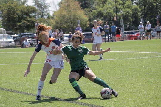 Jessie Bandyk (U18) passes the ball up field against 1776 United.