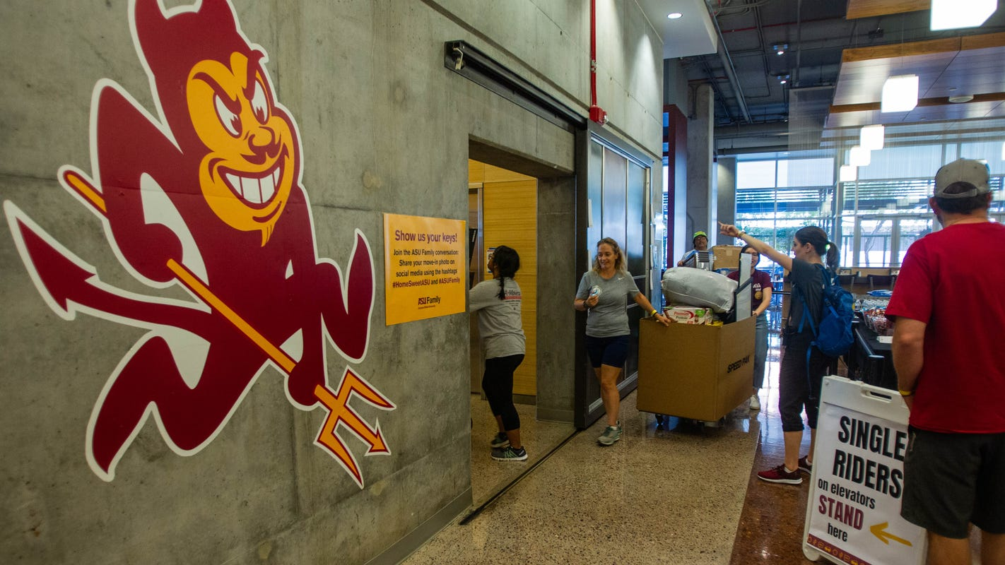 1,700 students move in to Arizona State University's downtown Phoenix dorms
