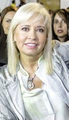 Carla Estrada asegura que aunque no puede meter las manos al fuego por nadie, le cuesta trabajo creer las acusaciones en contra de Plácido Domingo.