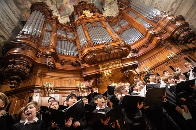 The administrative court in Berlin decides on 18 August 2019 whether all-male cathedral choirs are obliged to accept female singers under gender discrimination laws.