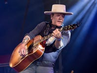 Kiefer Sutherland postpones shows due to injury making it 'impossible to sing'