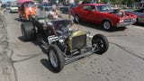 Cruising fans find a balance of classic and modern rides at this year's Woodward Dream Cruise.