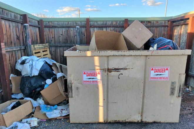 If extra trash around your commercial dumpster is an obstacle to your business running smoothly, call Las Cruces Utilities customer service at 57-) 541-2111 for solutions and to avoid a code violation.