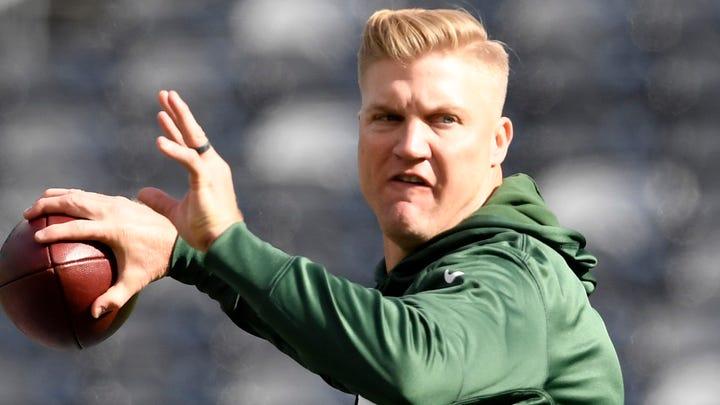 Eagles signing Josh McCown, 40-year-old veteran quarterback, after injuries to backups
