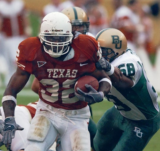 Cedric Benson runs for Texas in 2004.