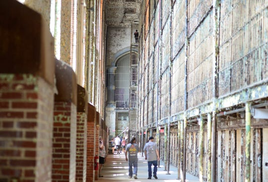 Thousands of fans the movie, The Shawshank Redemption, flocked to The Ohio State Reformatory this past weekend to celebrate the 25th anniversary of the movie.