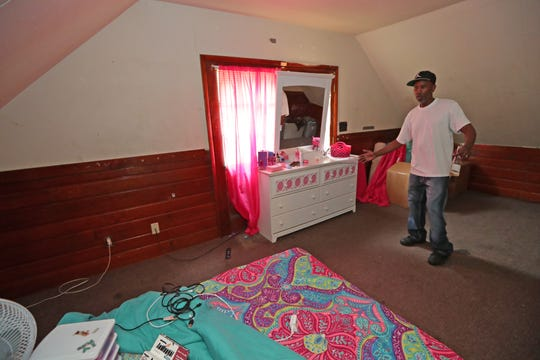 Terrell Singleton describes the scene where a bullet came through and struck 12-year-old Tamishay Washington in her bedroom.