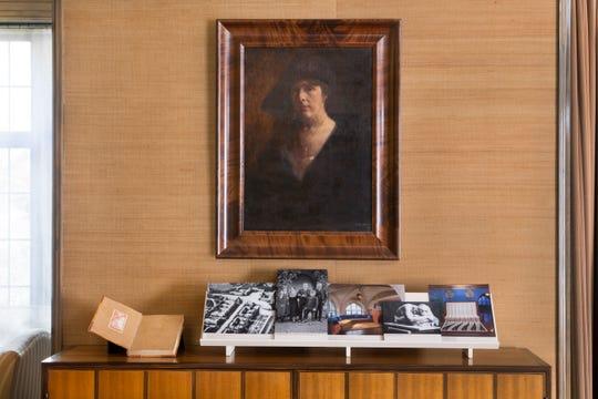 A portrait of Loja Saarinen.