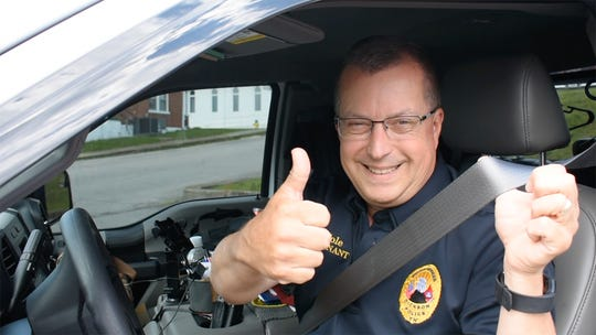 Dickson Police Officer Lt. David Cole, showing that he's wearing his seat belt.