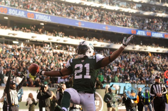 87803 Bergen; East Rutherford 12/11/2011  New York Jets running back LaDainian Tomlinson (21) celebrates after finding the endzone during Sunday's win over the Kansas City Chiefs at MetLife Stadium. TYSON TRISH/STAFF PHOTOGRAPHER
