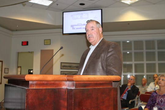 Chamber of Commerce Chair Randy Rabon discusses building an event center on White Sands Boulevard before city commissioners at the Aug. 13, 2019 meeting.