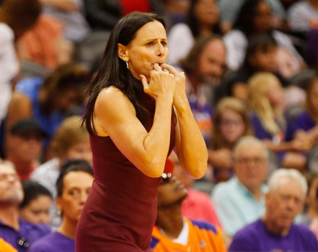 Phoenix Mercury head coach Sandy Brondello tries to get the attention of her team against the New York Liberty during the third quarter in Phoenix August 18, 2019.