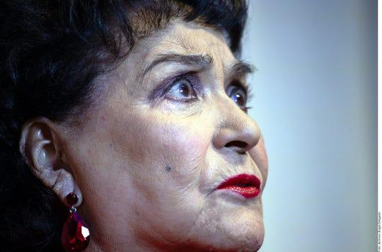 Carmen Salinas ofrece amor de madre a Frida Sofía.