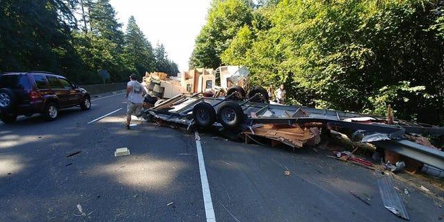 Crash involving RV trailer closes one lane of Highway 22