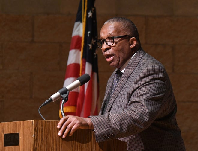 Mansfield City Schools superintendent Stan Jefferson speaks to the faculty and staff Tuesday morning before the start of the school year. Jason J. Molyet/News Journal