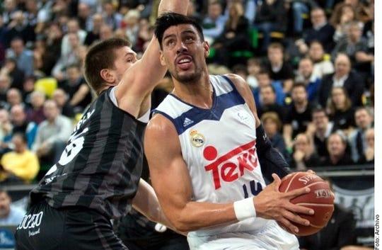 El mexicano Gustavo Ayón terminó su aventura con el Real Madrid y pretendía regresar a la NBA para estar más cerca de su familia.