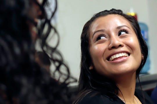 Evelyn Hernández, 21, sonríe al conocer el veredicto en la Corte.