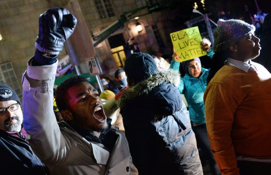 Protesters in Washington block 14th Street near Pennsylvania Avenue to protest the Staten Island grand jury's decision not to indict officer Daniel Pantaleo on December 4, 2014.