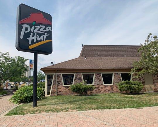 An independent Pizza Hut restaurant. Captured on July 9 at Livernois Road.