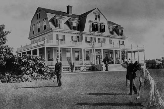 Idylease Inn on Union Valley Road in West Milford opened in 1903 as a health resort run by New York City doctors. The second floor balcony was removed in the 1930s.