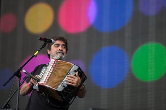Celso supo conjugar todo tipo de géneros musicales, aquí con Pato Machete.
