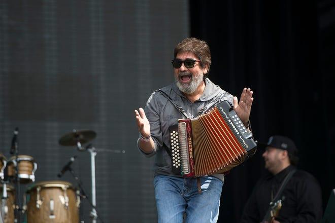 El gran Rebelde del Acordeón, llenó de magia todos los escenarios, fueron memorables su actuaciones en varias ediciones del Vive Latino.
