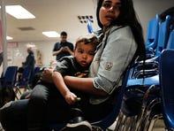 Niños migrantes permanecen detenidos por tiempo limitado; EEUU busca acabar con eso