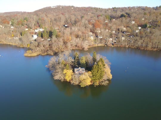 Willow Island is a private island in Putnam Lake. The island has a 1932 stone house, dock and deeded driveway and garage on the mainland.