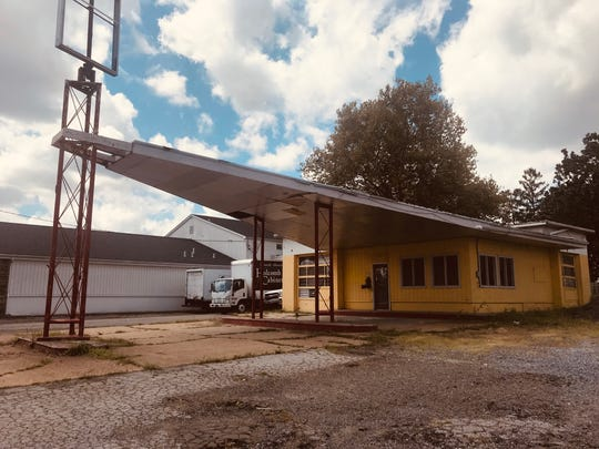 An old gas station on Philadelphia Pike in Claymont will become home to a barbecue operation.
