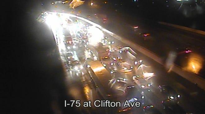 Crash closes NB I-75 at Mitchell Ave