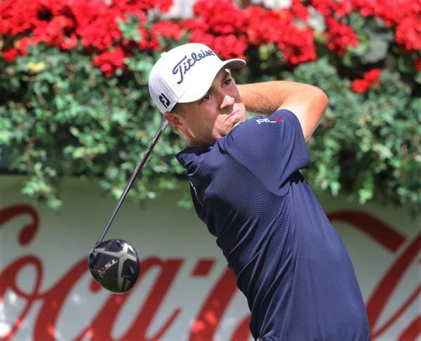 As the winner last week, Justin Thomas starts the Tour Championship at East Lake at 10-under par.