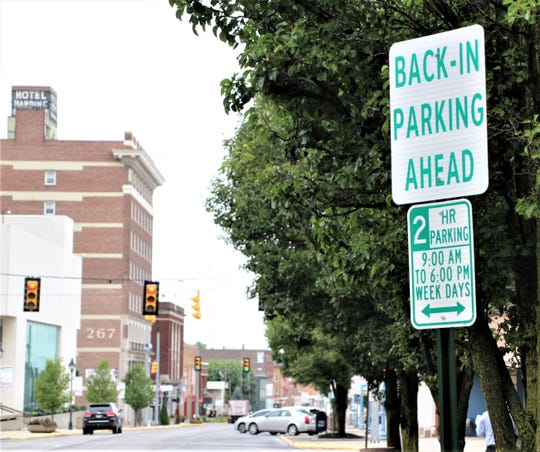 A sign alerting motorists to the presence of the new back-in angle parking spaces in front of the Marion County Building is located along West Center Street just east of the intersection with Oak Street.